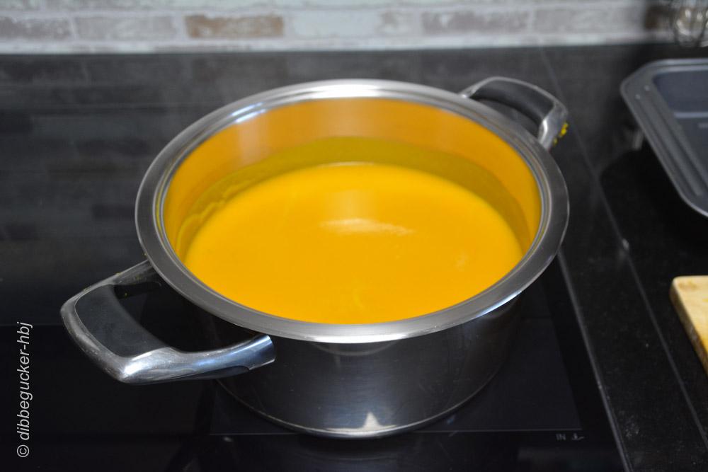 Fertig pürierte Kürbissuppe