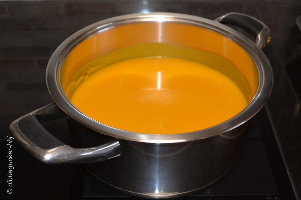 Fein pürierte Kürbis-Cremesuppe